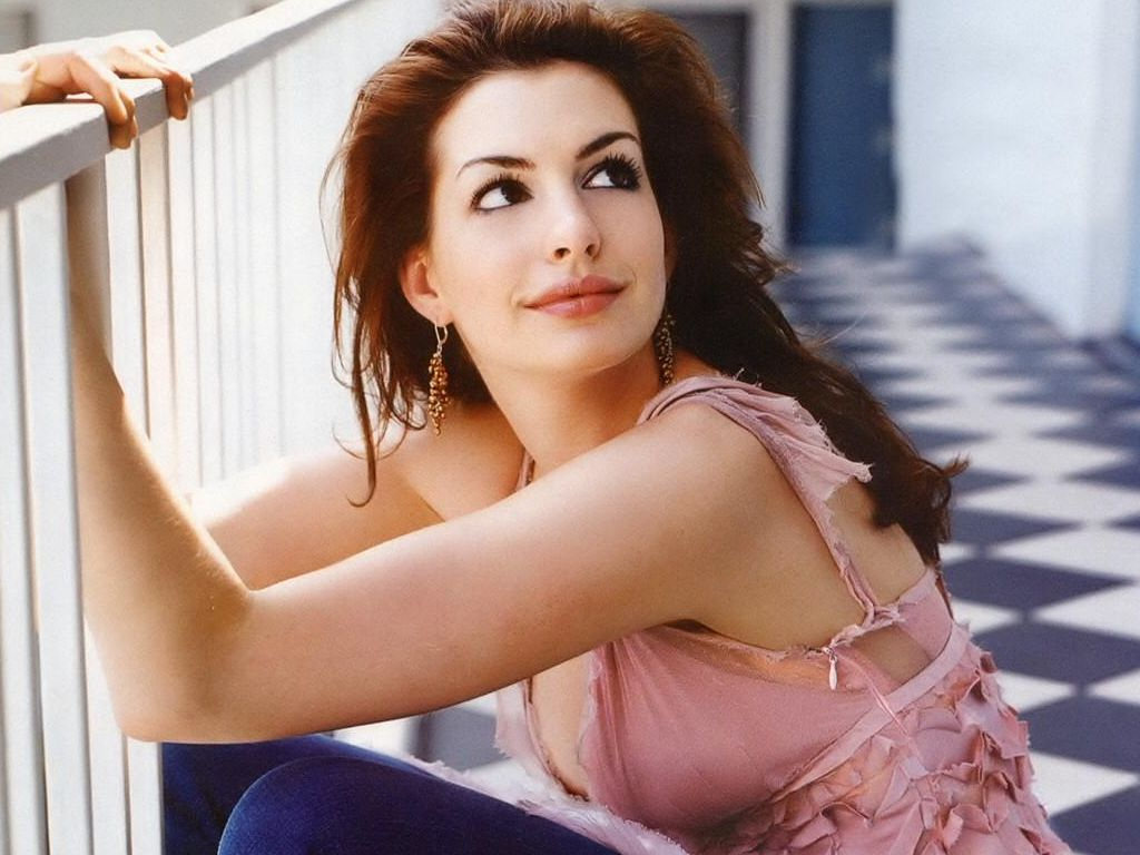 Anne Hathaway Hairstyles 05 title=