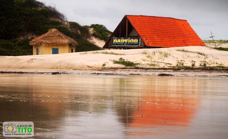 Algumas construções na  praia do Farol (ou da Princesa), na ilha de Maiandeua (Algodoal), no Pará
