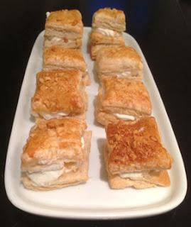 Mini milhojas de nata y almendras