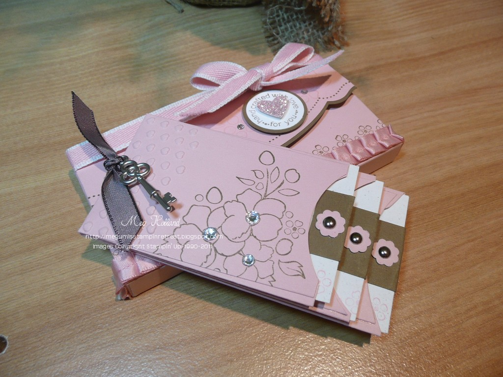 How to make scrapbook for school project - Here Is A Sneak Preview Of Tonight S Scrapbook Club Project We Will Make This Mini Scrapbook And A Matching Holder Using Several Brand New Products From