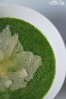 Sopa de rúcula con crema de parmesano