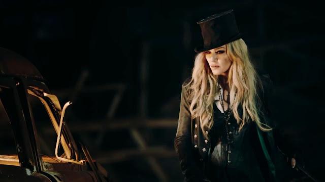 """Madonna irrelevante? """"Ghosttown"""" é eleita a música do ano!"""