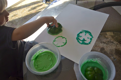 http://thriftyartsygirl.blogspot.com/2015/03/green-pepper-clover-stamp-fun-for-your.html