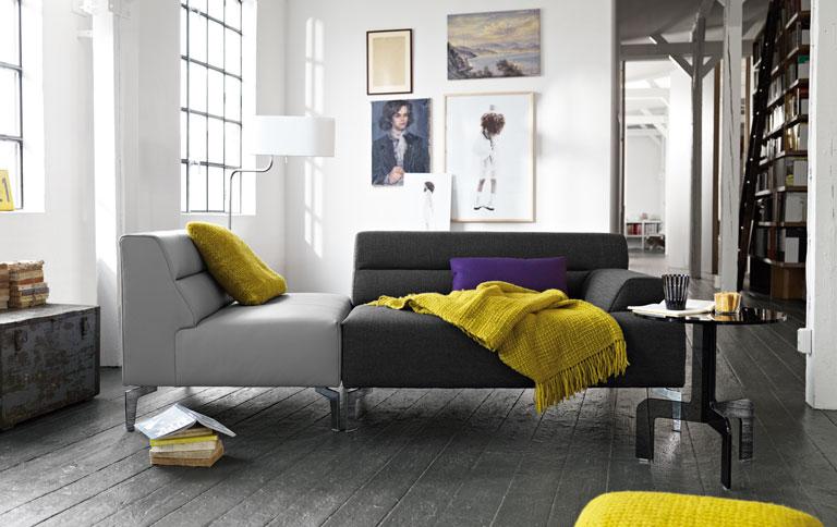 Sala moderna decorada en gris y amarillo Ambos colores se utilizan en