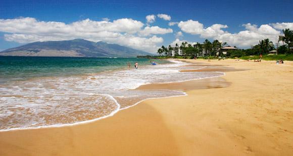 شواطئ بألوان الطيف