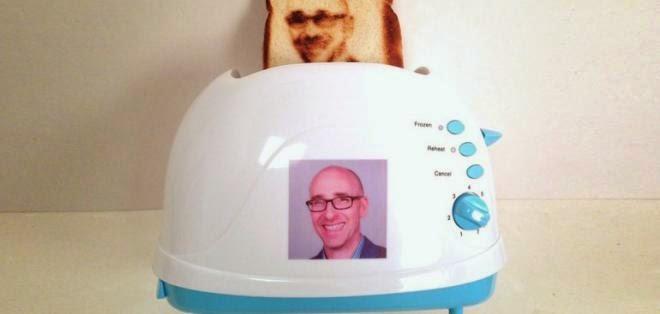 Inventan tostadora que te hace un selfie en el pan