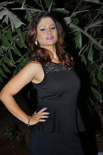 Anchor Shilpa Chakravarthy  Pictures in Short Dress at Heroine Movie Audio Launch  33