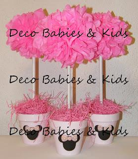 Centros de mesa arbolitos con pompones de papel y siluetas Minnie