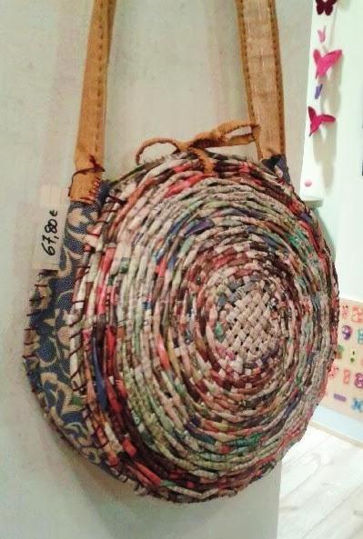 Ecomania blog bolsos artesanales y reciclados en ecomania for Papel pintado imitacion periodico
