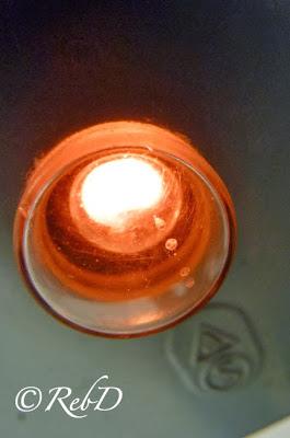 Röd lampa på strömbrytare till tvättmaskin. foto: Reb Dutius