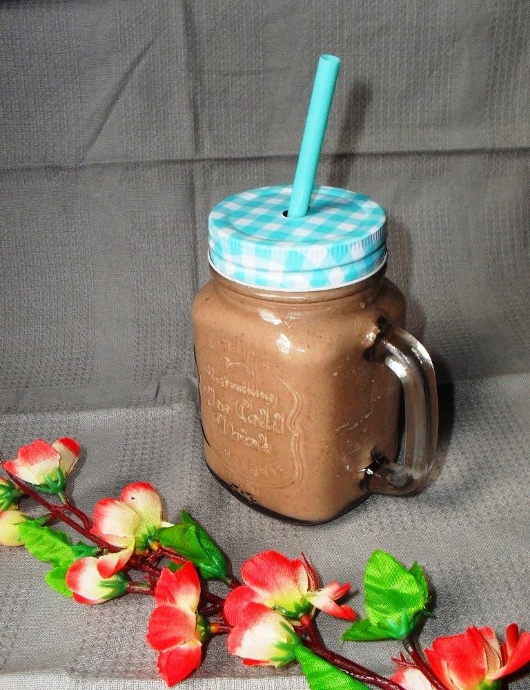 http://www.magicznezyciemarty.pl/2015/04/mocno-czekoladowe-smoothie-z-bananem.html