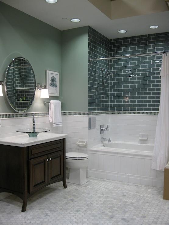 Banheiros com Pastilhas  Composições Infinitas  Cores da Casa -> Banheiro Branco Com Pastilhas Verdes