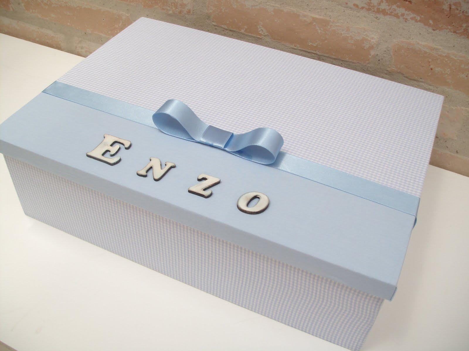 com tecido e decorada com fita e letras em madeira #4A6181 1600x1200