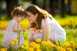 self-help hindi article about mother and daughter friendship