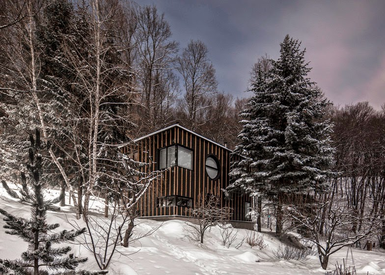 Hungarian forest cabin built in two days by T2.a Architects