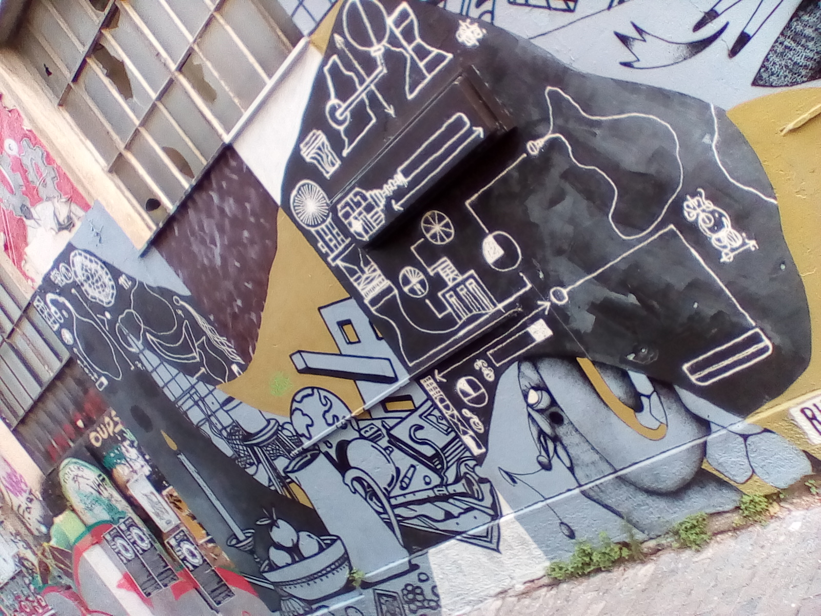 Grafity in EMBROS squar theatre Athens