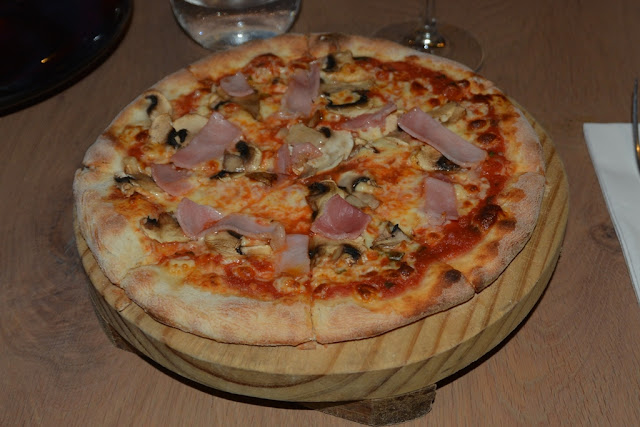 Restaurant Ricciotti Singapore pizza