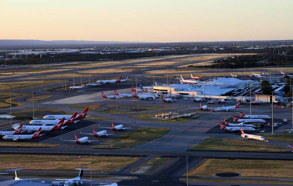 Perth Airport Spotter's Blog: Special low level overfly photos of Perth Airport from chartered ...