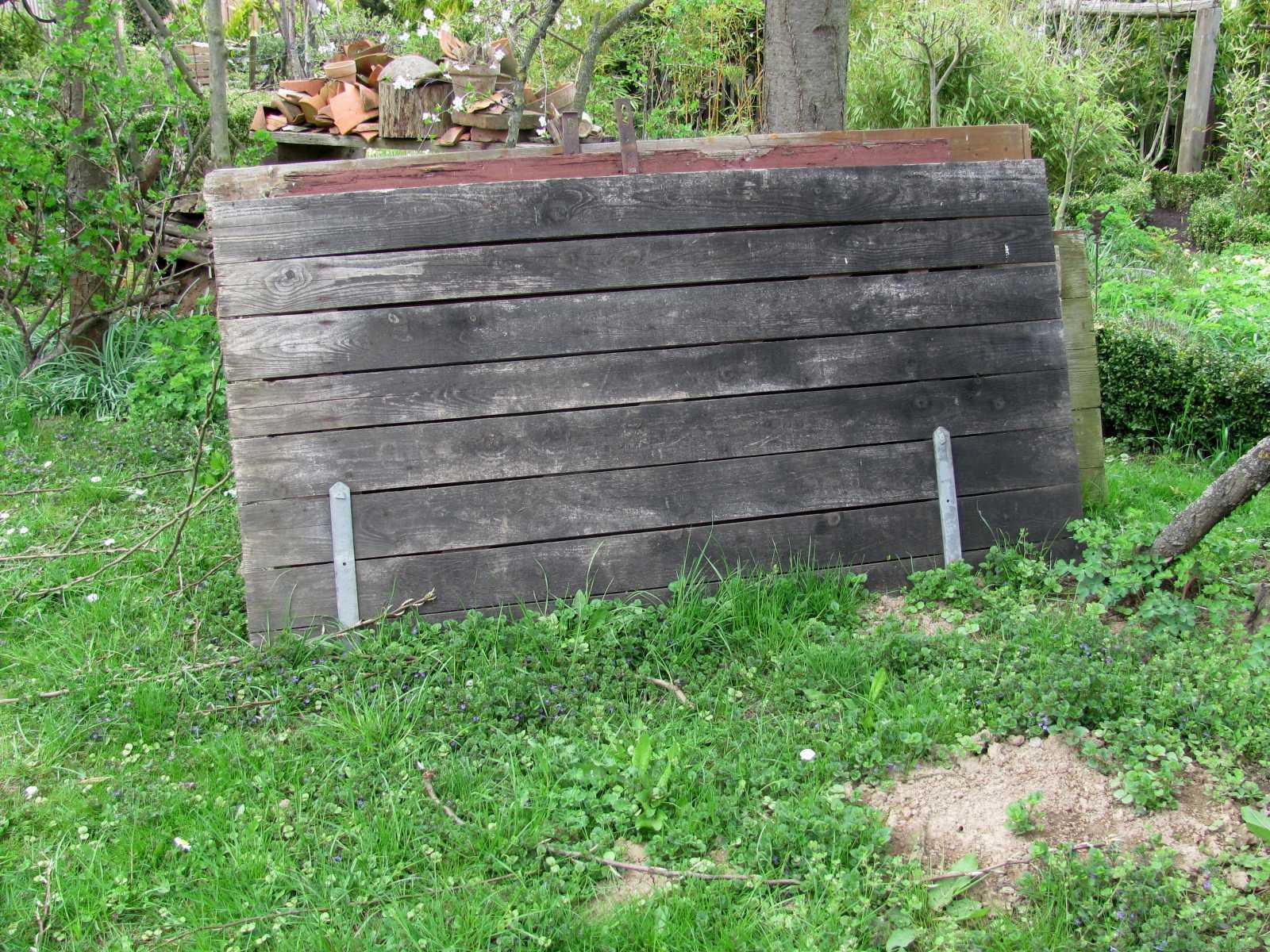 Garten anders gro er pflanztisch einfach selbst gebaut for Garten pool selbst gebaut