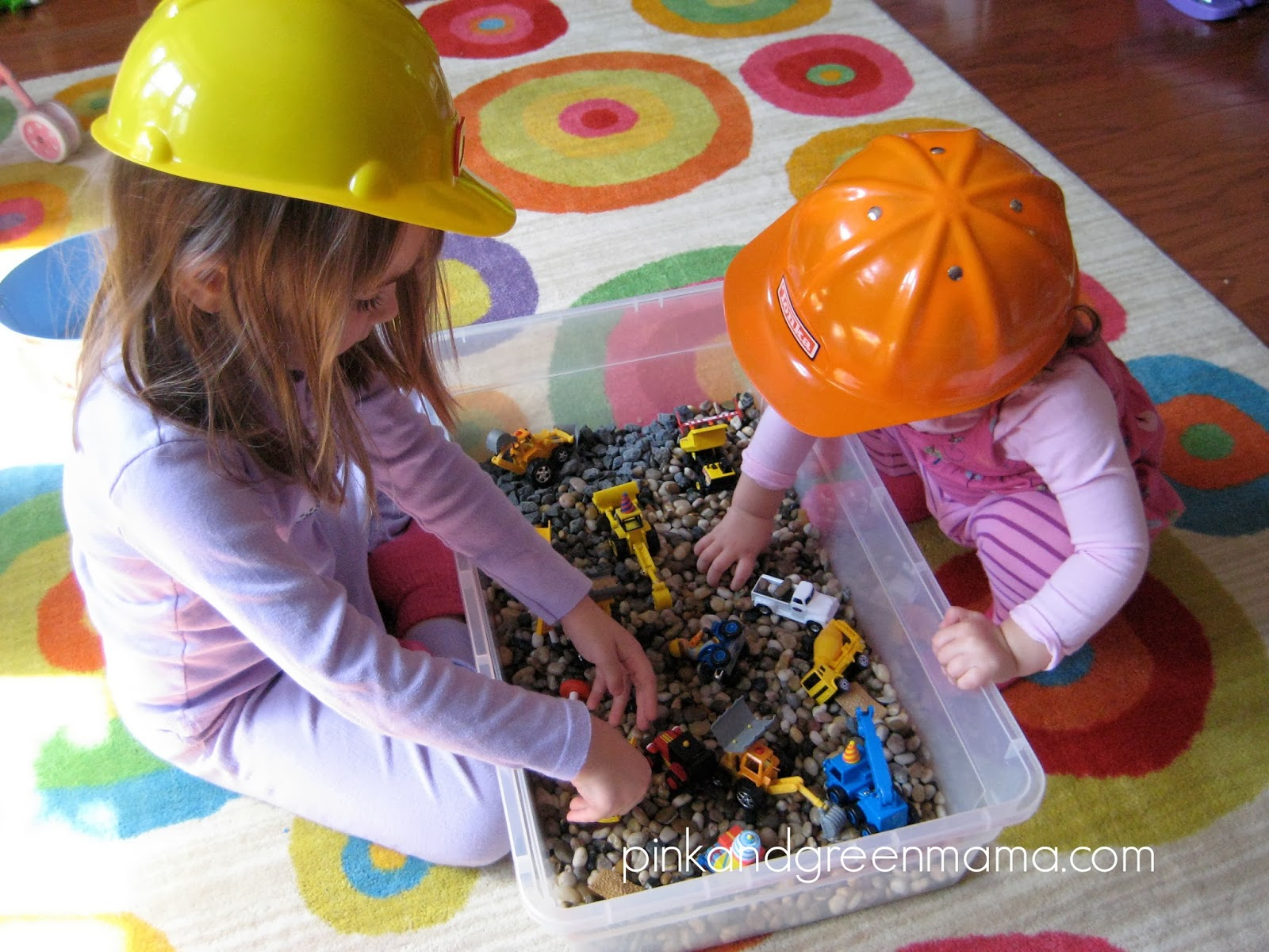 Entertain Your Kids (and Get Stuff Done) with a Sensory Box ...
