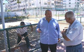 Prefeito Márcio Catão confere o andamento da obra da Praça Olímpica, com o subsecretário de Obras Beto Rosa