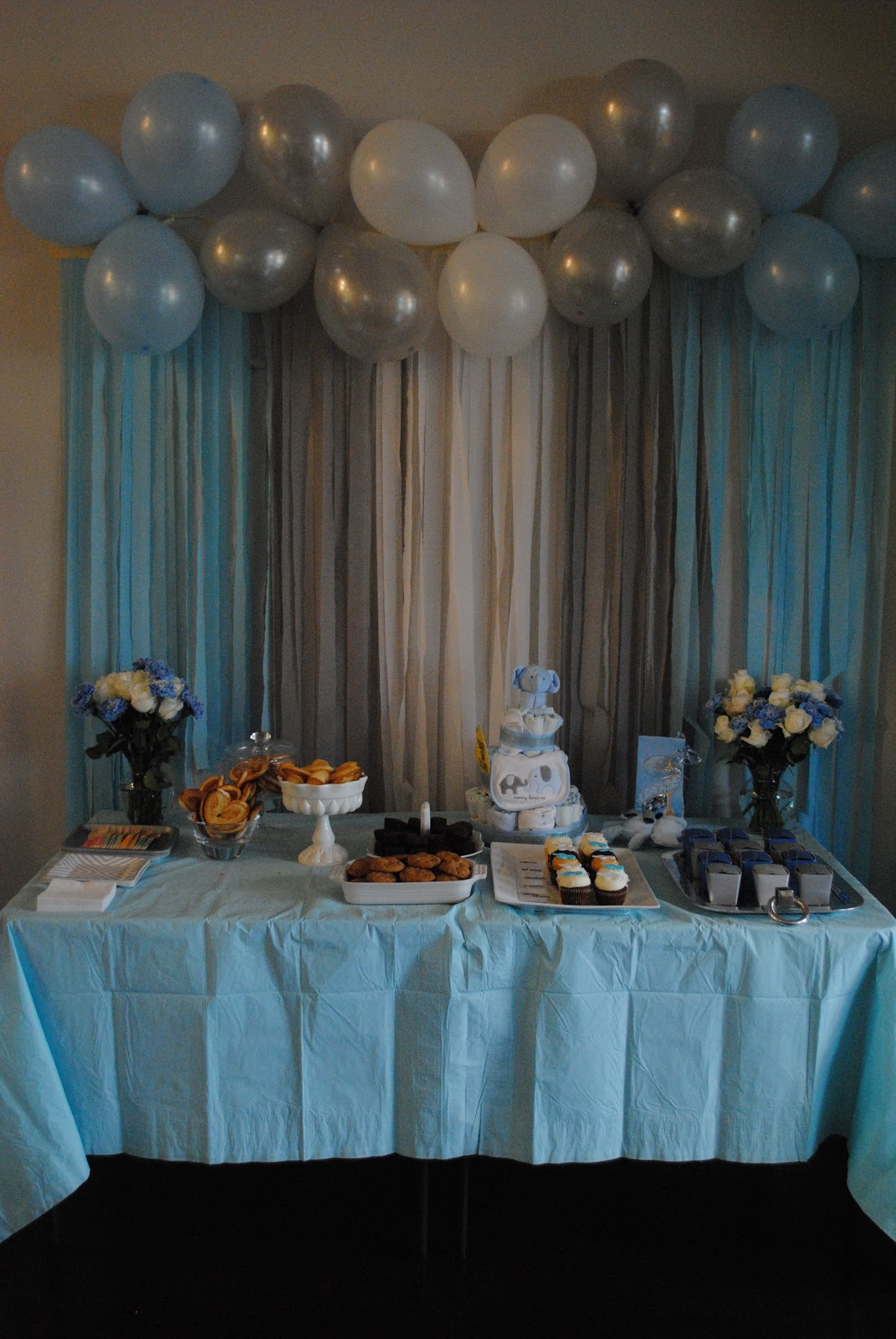 The meads nikki 39 s elephant themed baby shower for Balloon and streamer decoration ideas