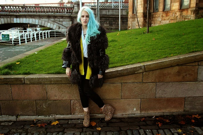 blue haired blogger