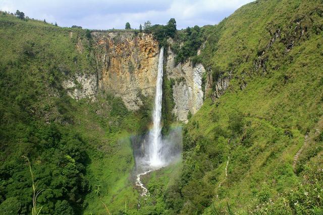 objek wisata Air Terjun Sipiso Piso