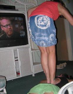 http://www.fenomania.com/2012/05/foto-aneh-tv-menonton-penonton.html