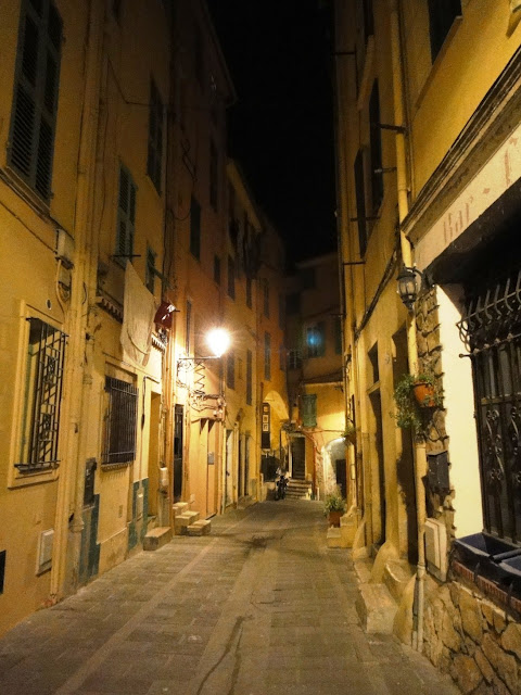 menton by night