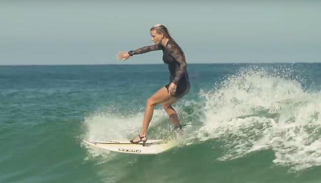 Surfen in High Heels und Cocktailkleid - Warum?! Weils geht.