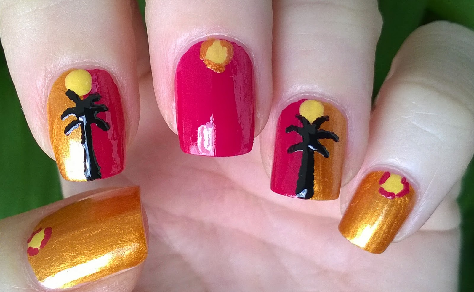 Life World Women: Palm Tree Nail Art / Summer Nail Designs