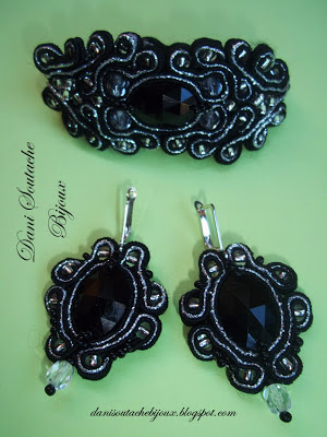Conjunto composto de pulseira e brincos em soutache nas cores preto e prata