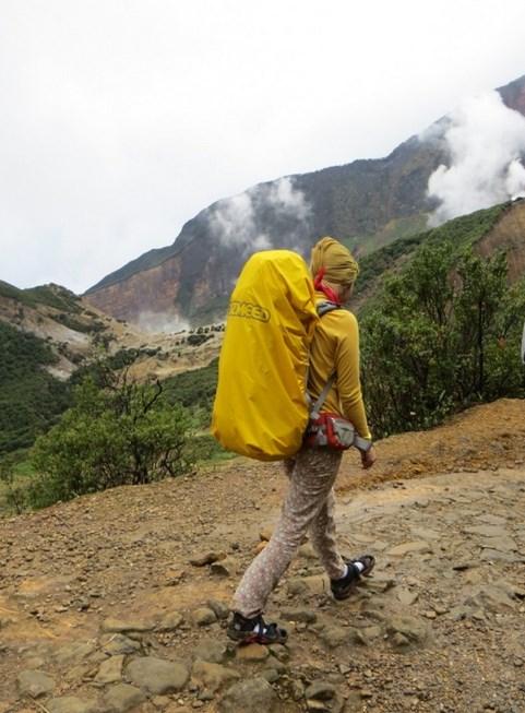 Foto gadis Igo Cantik Hijab Pendaki Gunung Cahya Meythasaru  alyssa soebandono