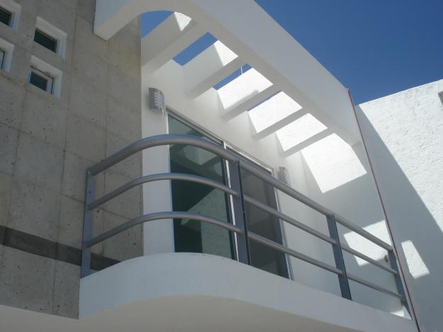 Decoraci n minimalista y contempor nea balc n contempor neo for Balcones minimalistas fotos