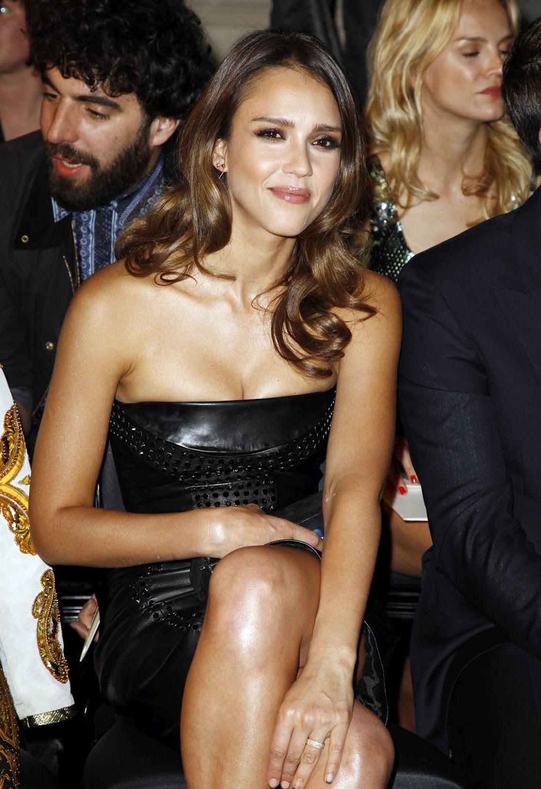 http://2.bp.blogspot.com/-q3TGd3TqL1s/T_QGHKBf3BI/AAAAAAAAL-c/JFtU5VdVsTM/s1600/jessica_alba_shiny_dress_hot_7.jpg