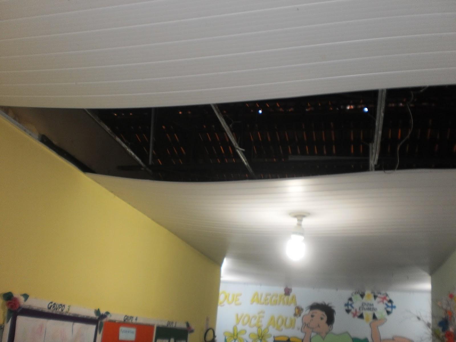 Teto de PVC caindo serviço mal feito ou peso da água de chuva  #703C2C 1600 1200