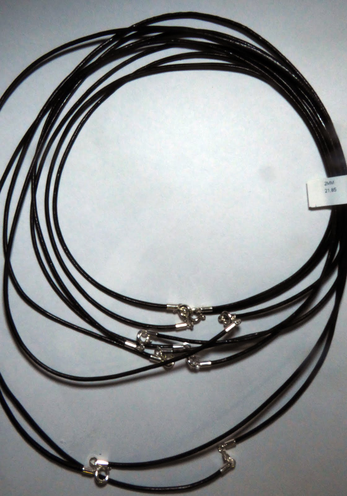 Cordones de cuero con cierres de plata