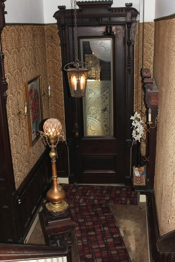 Victorian Foyer Wallpaper : Old world gothic and victorian interior design