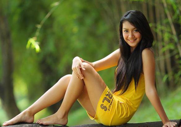 Profil Artis Cantik Ratna Galih