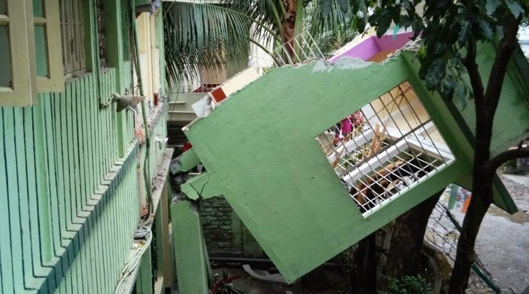 Nepal Earthquake destroyed building balcony in pradhan nagar siliguri