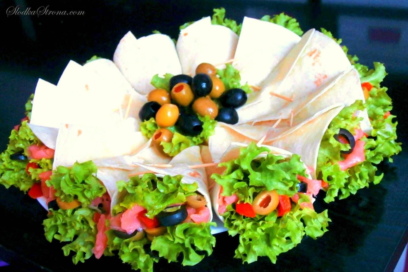 Mini Tortille z Łososiem Wędzonym, Oliwkami i Kaparami
