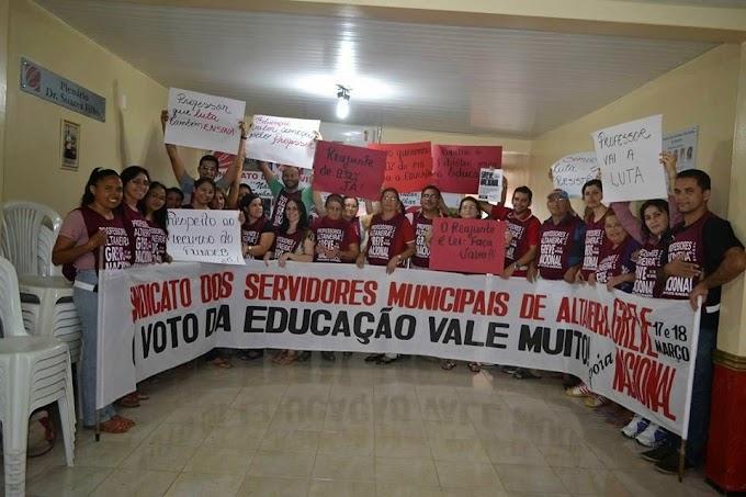 Professores realizam passeata em apoio a Greve Nacional da Educação