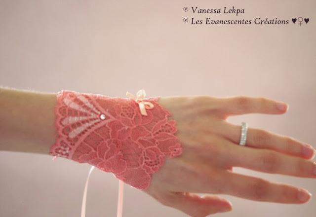 belle paire de manchette mitaines de mariée en dentelle de calais corail pour mariage et cérémonie Vanessa Lekpa