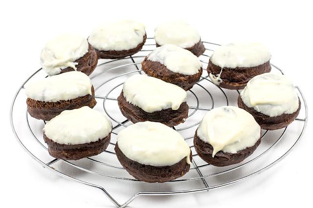 Pravi čokoladni krofki z belo čokolado recipe shot