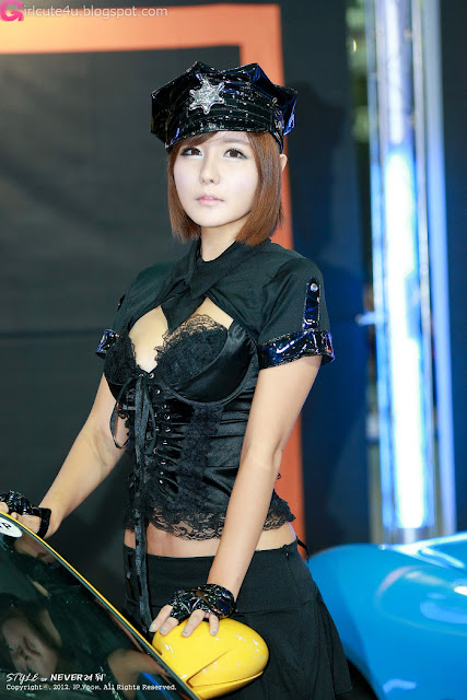 2 Ryu Ji Hye - Seoul Auto Salon 2012-Very cute asian girl - girlcute4u.blogspot.com