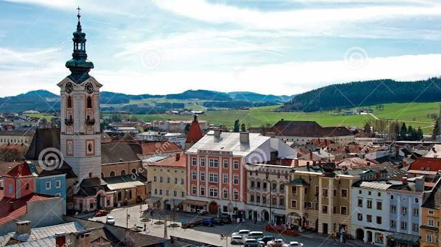 تعرف على أحد بلدات النمسا الساحرة main-square-town-fre