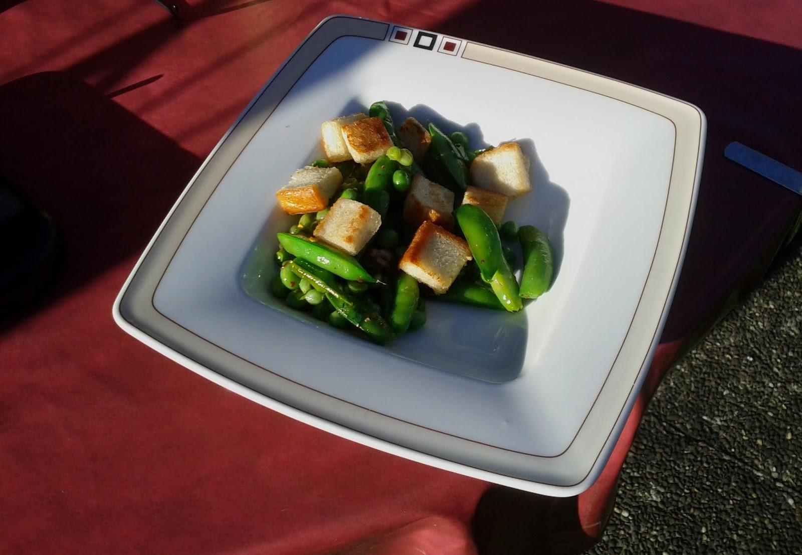meine kleine welt zuckerschoten erbsen salat mit cro tons und chili vinaigrette. Black Bedroom Furniture Sets. Home Design Ideas