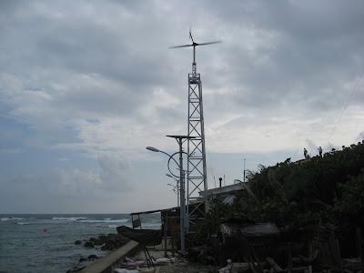 Trên đảo có điện gió và đèn cao áp