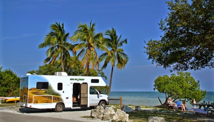 Ved stranden i Florida Cruise America motorhome